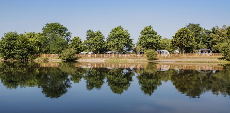 RCN-camping-la-Ferme-du-Latois-meertje-met-kampeerplaatsen (2)