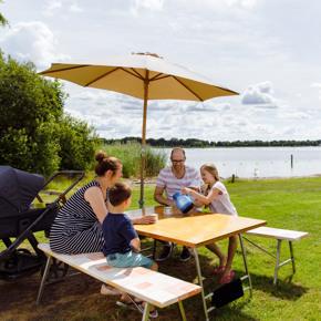 RCN-vakantiepark-Zeewolde-kampeerplaats-aan-het-water (2)