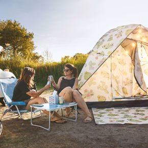 RCN-Toppershoedje-vakantiepark-in-Zuid-Holland-mensen-naast-tent